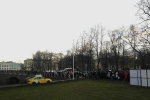У Михайловского замка выстроилась многометровая очередь посетителей. В выходные на выставку «Неожиданный Малевич» пускают бесплатно