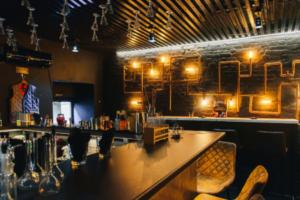 Прокуратура не нашла в петербургском баре «Угрюмочная» лицензию на алкоголь. Возбуждено 4 административных дела