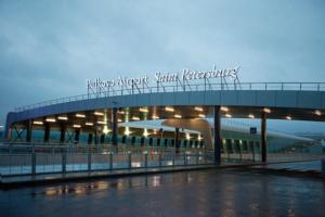Пулково изменит правила бесплатного подъезда транспорта к терминалу