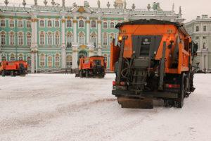 Этой зимой в Петербурге будет так же скользко и грязно? И станет ли меньше падающих сосулек?