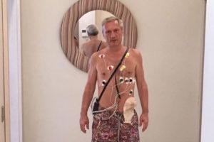 К расследованию дела о пытках петербуржца привлекли сотрудника ФСБ, подозреваемого в этих пытках. Пострадавший говорил, что ему воткнули в анус карабин