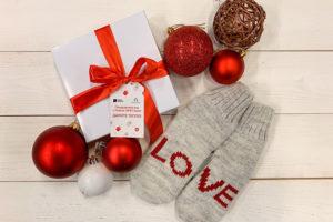 Тринадцать благотворительных акций под Новый год: собрать еду для бездомных, купить подарки пожилым и помочь с праздником для детей-инвалидов