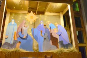 У Анненкирхе установили рождественский вертеп. Около него играет музыка и сверкают огни ⛪🌟❄
