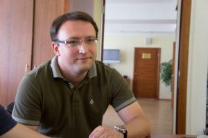 СК прекратил уголовное дело о растрате против пресс-секретаря Роскомнадзора Ампелонского