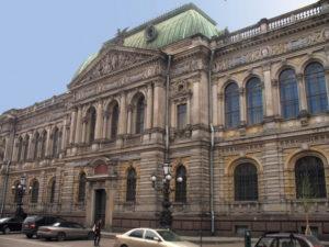 В Академии Штиглица сократили смотрителей Музея прикладного искусства после того, как они пожаловались Путину на руководство вуза