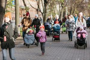 Запустить для мам с колясками экскурсии по Эрмитажу и прогулки по Петербургу, чтобы жизнь в декрете не напоминала «день сурка»