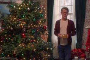 Повзрослевший Маколей Калкин повторил сцены из фильма «Один дома» в тех же декорациях