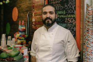 Мексиканец Герардо Гарсиа — о простоте русской кухни, поездках на дачу и жизни на Комендантском проспекте