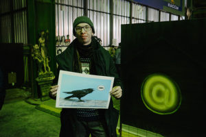 Посетители и участники ярмарки современного петербургского искусства рассказывают, зачем покупать картины с утками и фотографии стрит-арта