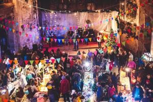 Двенадцать новогодних ярмарок Петербурга — с концертом в духе советских праздников, книжной распродажей и квестом о зимних традициях