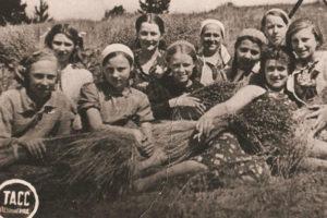 «Мы привыкли жить одни, потому смерть не чувствуется так остро». Дневник школьницы, эвакуированной из Ленинграда летом 1941 года, — о смерти отца, интернате и мечтах о взрослой жизни