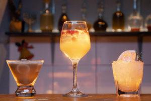 Три арктических коктейля к Новому году от «Бумаги» — с кофе, розмарином и имбирем. Придумайте для них названия и выиграйте набор бармена!