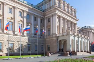 У Мариинского дворца задержали четырех активистов с плакатами за роспуск Закса