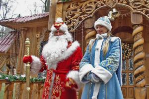 «Праздники давно утратили для меня какую-то значимость». Таксист, медбрат и Дед Мороз — о работе в Новый год
