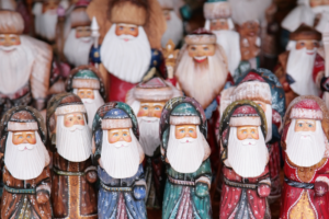 ВЦИОМ рассказал, что россияне попросили в подарок у Деда Мороза. Каждый десятый хочет мира во всем мире