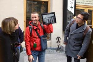 Экскурсии по доходным домам и парадным Петербурга можно посетить прямо на ютьюбе. Канал с такими турами ведет местный гид