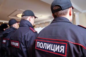 В Петербурге полицейский избил задержанного дубинкой в отделе, сообщает СК. Возбуждено уголовное дело