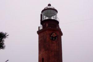 На маяке острова Большой Тютерс повесили рождественский венок. Со спасательным кругом!