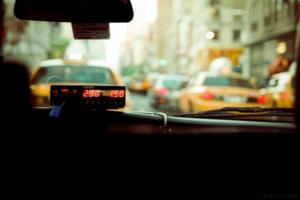 «Яндекс» рассказал, как выгодно заказывать такси во время новогодних праздников и корпоративов