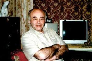 Умер петербургский писатель-фантаст Михаил Ахманов
