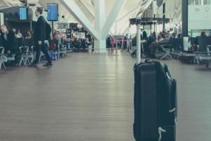 Авиабилеты и импортный алкоголь подорожали из-за повышения НДС