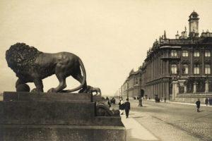 «Несмотря на красоту, здесь какая-то мертвящая атмосфера». Что о Петербурге говорили известные люди XIX и XX веков —  Дюма, Кэрролл, Уэллс и Ахматова