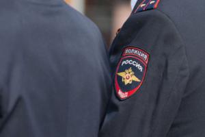 В Петербурге полицейские пришли на работу к участнику «Весны» из-за плакатов с критикой Беглова. Активист говорит, что даже не успел их напечатать