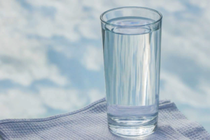 В каких заведениях в Петербурге можно получить стакан бесплатной воды и обязаны ли бары и рестораны его давать?