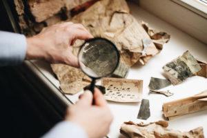 Росписи начала ХХ века, негативы с портретами и архив неизвестного фотографа: лучшие тексты о находках в петербургских домах