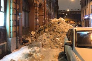 Продолжатся ли в Петербурге снегопады и когда с крыш перестанут падать глыбы льда? Рассказывает главный синоптик города