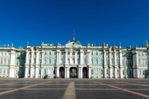 Минкульт нашел нарушения в системах безопасности Эрмитажа и Русского музея. Проверку начали после кражи картины Куинджи из Третьяковской галереи