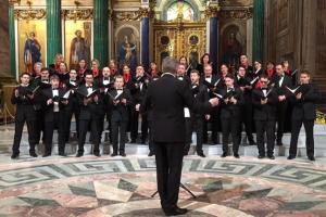 На концерте к 23 февраля в Исаакиевском соборе исполнили песню об атомной бомбардировке США. Что об этом думают дирижер хора, автор песни и представители музея