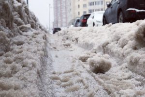 Петербургская семья подала в суд на Смольный из-за плохой уборки снега