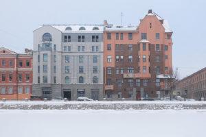 Как переехать в Петербург из-за фильма «Питер FM» и поселиться в доме на Фонтанке, которым любовался главный герой. История читательницы «Бумаги»