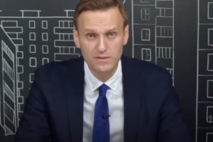 Петербургский суд объявил, что Навальный просит признать его соответчиком по иску на 11 млн рублей из-за митинга. Политик говорит, что его подпись подделали