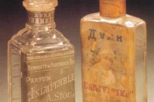 Как в Петербурге начала XX века боролись с морщинами, где покупали косметику и зачем рисовали вены на лице