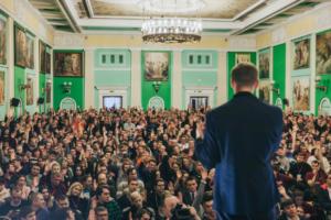 Пять тезисов со встречи Алексея Навального в Петербурге — о выборах губернатора, хороших и плохих кандидатах и митингах