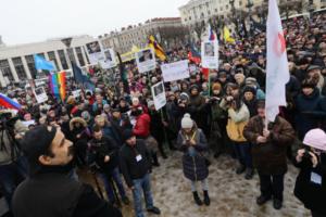 В Петербурге на акцию памяти Немцова пришло больше тысячи человек. Одно фото с площади Ленина