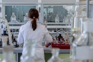 Российским ученым приостановили выплату грантов на исследовательские проекты