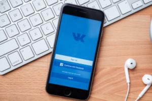 Пользователи обнаружили SearchFace — аналог FindFace с поиском во «ВКонтакте» по фотографии. Соцсеть пообещала подать в суд