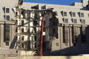 Посмотрите, как в Петербурге сносят гостиницу «Северная корона». Пятизвездочный отель не могли достроить 30 лет