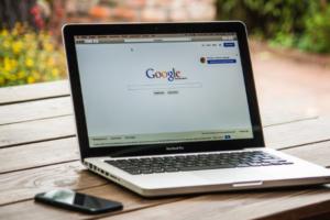 Google начал сотрудничать с Роскомнадзором и удалять из поиска запрещенные в России сайты