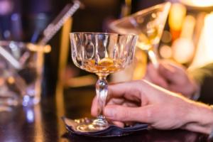 Автор рассылки «Бумаги» прочтет лекцию об алкоголе в дореволюционном Петербурге. На мероприятии будет дегустация