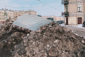 Петербургским коммунальным службам не хватает 4,5 млрд рублей для эффективной уборки города, заявил вице-губернатор Бондаренко