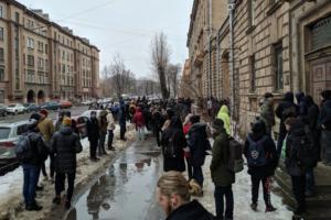 В Петербурге седьмой день проходят массовые эвакуации. Главное