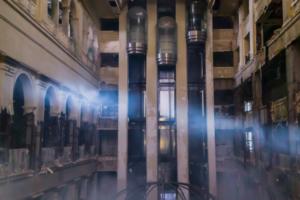 Как выглядит изнутри заброшенный отель «Северная корона» во время сноса — в фото и видео
