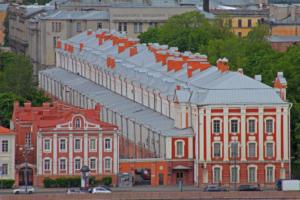 Студентов и преподавателей СПбГУ эвакуировали из здания Двенадцати коллегий