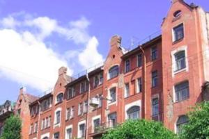 Здание бывшей фабрики «Красное знамя» в Петербурге выставили на продажу