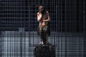 В Манеже — выставка русской деревянной скульптуры. Там можно увидеть знаменитых «пермских богов». Но как оценить и понять такое искусство?