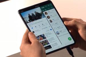 Samsung представил новый флагман S10 и складывающийся смартфон